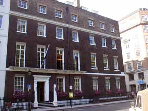 St_James_Square_Chatham_House_1_300.jpg