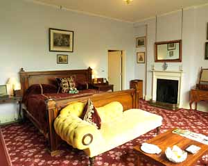Anthony_Blunt_bedroom_Home_House_Club_300.jpg