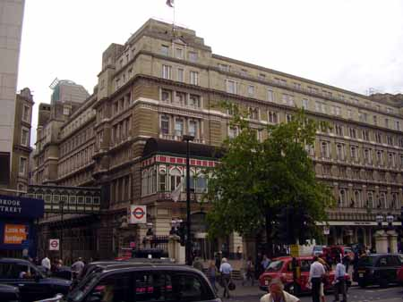 Charing_Cross_Hotel_and_Stations_450.jpg