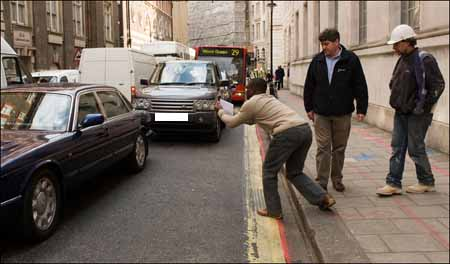 PM_David_Cameron_escort_vehicle_number_plate_450.jpg